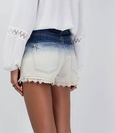 Short feminino  Modelo boyfriend  Efeito degradê  Com aplicação de renda  Marca: Blue Steel  Tecido: jeans  Composição: 100% algodão  Modelo veste tamanho: 36           COLEÇÃO VERÃO 2016       Veja outras opções de    shorts femininos.