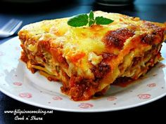 Baked lasagna is one of the oldest Italian casserole dishes. It is made with lasagna noodles, meat sauce, white sauce (Bechamel), and different types of cheeses such as mozarella and parmesan. Best Meat Lasagna Recipe, How To Cook Lasagna, Vegetable Lasagna Recipes, Lasagne Recipes, Sausage And Brussel Sprouts Recipe, Mashed Potatoes Recipe For Two, Basa Fish Recipes, Beef Steak Recipes, Baked Lasagna