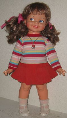 Gui Gui is the Brazilian version of Ideal's Giggles doll. Between 1968 to 1979, Ideal Toy Corp. commissioned Estrela SA to produce some of their dolls for the Brazilian market and Giggles is one of those dolls.