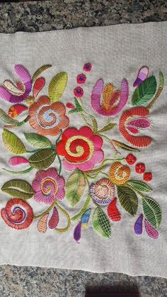 MAXYOYO Personalized Area Rugs,Hand Embroidery Peacock Floor Mats,High Quality Rugs for Bedroom,Beautiful Peacock Handmade Area Rugs Doormat indoor. Mexican Embroidery, Folk Embroidery, Embroidery Needles, Hand Embroidery Patterns, Machine Embroidery, Embroidery Designs, Embroidery Letters, Embroidered Towels, Valentines Diy