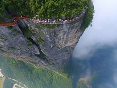 Tianmen Mountain, Zhangjiajie, China Photo by @publidronemex