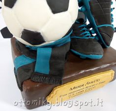 Un'amica ci ha chiesto di creare un trofeo per salutare l'allenatore di calcio di suo figlio, un ricordo per ringraziarlo dei tanti anni de...