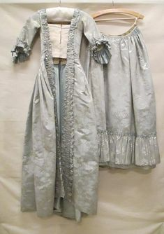 18th Century Dress, 18th Century Costume, 18th Century Clothing, 18th Century Fashion, Old Dresses, Vintage Dresses, Vintage Outfits, Vintage Fashion, Historical Costume