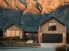 Jacks Point House - Fixation Builders Queenstown - Queenstown Builders New Zealand Architecture, Residential Architecture, Architecture Design, Modern Barn House, Modern House Design, Barn House Conversion, Quick Garden, Contemporary Cabin, Self Build Houses