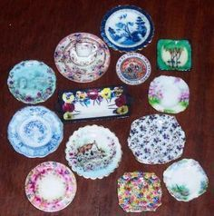 How to make miniature dollhouse plates out of cardstock using internet images | Source: Hollyhock Cottage