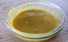 mast-na-klby INGREDIENCIE: med horčica soľ sóda  (všetko po 1 polievkovej lyžici)  POUŽITIE:  Masť aplikujte na postihnuté oblasti, následne obaľte mikroténovým vrecúškom a vlnenou šatkou. Nechajte pôsobiť minimálne 1,5 – 2 hodiny. Najlepšie je aplikovať ju pred spaním. Masť uchovávajte v chladničke. Liečbu opakujte 4-5 dní