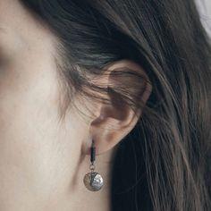 BURAN || Artisan earrings, handmade in Canada by Anne-Marie Chagnon (2017) || Boucles d'oreilles faites à la main à Montréal, par l'artiste bijoutière Anne-Marie Chagnon