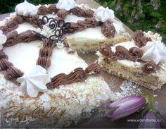 """Предлагаю вам опять попробовать рецепт по ГОСТу, на этот раз это великолепный торт """"Полет"""". Безе с орехами и нежным кремом шарлотт. Торт безумно вкусный, он чем-то похож на """"Киевский"""", но рецептура отличается. Безе печется, точнее сушится довольно долго, но торт я сделала за один день. И хочу вам сказать: он совершенно несложный, а вкусный невероятно. Итак, угощайтесь!!!"""
