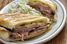 Florida: Sandwich Cubano US State Foods Croissant Sandwich, Kubanisches Sandwich, Cubano Sandwich, Roast Beef Sandwich, Grilled Sandwich, Sandwich Recipes, Subway Sandwich, Cubano Recipe, Pan Cubano