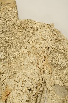 Wedding dress (image 3) | American | 1900 | silk | Metropolitan Museum of Art | Accession #: C.I.39.48a, b