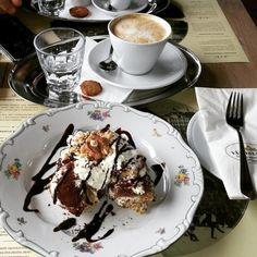 Wenn Du diese ungarische Nationalnachspeise gegessen hast, kannst Du die Schwarzwälder Kirschtorte vergessen: Somlói Galuska | 21 ungarische Gerichte, die Du einmal im Leben probiert haben musst