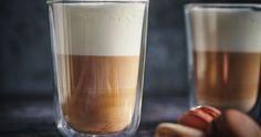 Forró, gesztenyés latte sok tejhabbal: így készítsd el otthon a kávézói kedvencet - Recept | Femina Pint Glass, Glass Of Milk, Rum, Latte, Beer, Drinks, Tableware, Desserts, Food
