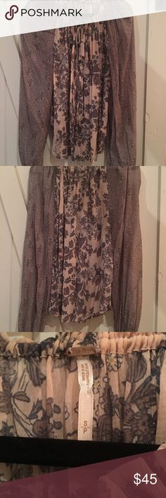 Free People Shirt Free People Beautiful flowy shirt! Pair with leggings or skinny jeans and a pair of heels! This shirt is so comfortable and easy to wear ! Free People Tops Blouses
