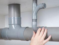 Système D vous explique comment modifier le réseau d'évacuation pour repiquer une canalisation dans le cadre d'une rénovation.