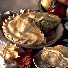 Old-fashioned apple pie - delicious!