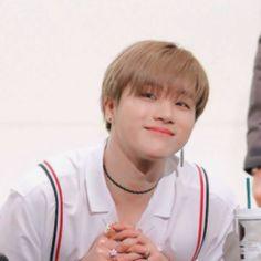 ikon is 7 Hanbin, Yg Entertainment, Ikon, Wallpaper Backgrounds, Boy Groups, Best Friends, Beat Friends, Bestfriends, Icons