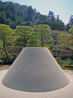 The moon viewing platform at Silver Temple. Meditation Garden, Meditation Stones, Japanese Landscape, Japanese Gardens, City Landscape, Landscape Design, Ginkakuji, Zen Rock Garden, Japanese Love