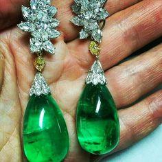 @thejewellcloset . Stunning Diamond & Emerald Earrings.