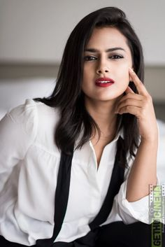 Shraddha Srinath Top Best Photos And HD wallpapers. Shraddha Srinath is an Indian film actress who predominantly appears in Kannada and Tamil films. Beautiful Bollywood Actress, Most Beautiful Indian Actress, Beauty Full Girl, Beauty Women, Beautiful Celebrities, Beautiful Actresses, Stylish Girl Images, Beautiful Girl Photo, India Beauty