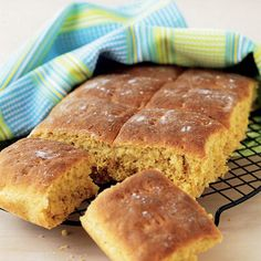 Morotsbröd i långpanna Savoury Baking, Bread Baking, Wine Recipes, Baking Recipes, Healthy Recipes, Good Food, Yummy Food, Swedish Recipes, Bread Cake