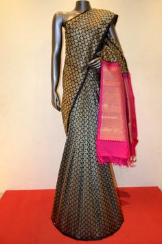 Stylish Patli Kanjeevaram Silk Saree Product Code: How chic! Traditional Silk Saree, Traditional Fashion, Indian Beauty Saree, Indian Sarees, Indian Attire, Indian Wear, Beautiful Saree, Beautiful Outfits, Indian Dresses