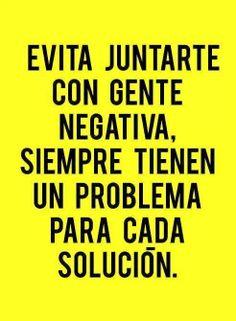 Evita juntarte con gente negativa. Siempre tienen un problema para cada solución.