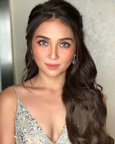 46 Lovely Women Party Makeup Ideas That Looks Cool Debut Hairstyles, Ball Hairstyles, Sleek Hairstyles, Bride Hairstyles, Asian Hairstyles, Kathryn Bernardo Hairstyle, Kathryn Bernardo Outfits, Prom Hair Updo, Party Hairstyle