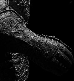 Decorated gauntlet for male knight armour Armadura Medieval, Narnia, Xavier Samuel, Alphonse Elric, Rhysand, Dark Souls, The Villain, Paladin, Dragon Age
