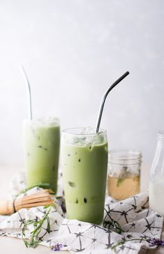 Traditionally, matcha is prepared by using a bamboo whisk and a chawan (tea bowl. by Matcha Tea Recipes, Smoothie Recipes, Vegan Smoothies, Drink Recipes, Matcha Whisk, Green Tea Benefits, Small Meals, Food Photography, Weight Loss