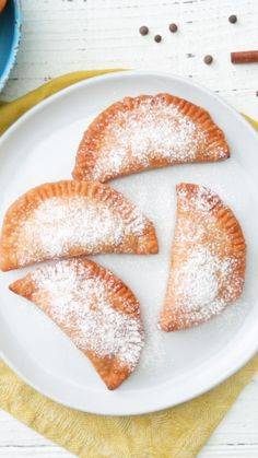 & Cream Empanadas - That perfect combination of peaches and cream is made better when fried in a crispy empanada. -Peaches & Cream Empanadas - That perfect combination of peaches and cream is made better when fried in a crispy empanada. Fruit Recipes, Mexican Food Recipes, Sweet Recipes, Baking Recipes, Best Food Recipes, Chinese Recipes, Easter Recipes, Thai Recipes, Copycat Recipes