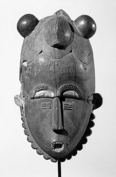 Baule. Portrait Mask (ndoma), late 19th-early 20th century. Wood, pigment, height: 38.6 cm. Brooklyn Museum, Gift of Rosemary and George Lois, 68.218.1. Creative Commons-BY
