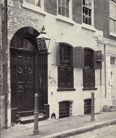 Dennis Severs' House: The London home to generations of the fictitious Jervis family of Huguenot silk-weavers, created by Mr. Severs to inhabit his step-back-in-time living work of art at 18 Folgate Street, Spitalfields, East London.