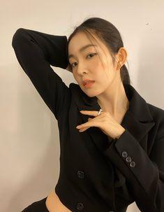 South Korean Girls, Korean Girl Groups, Red Velvet Photoshoot, Thing 1, Kim Yerim, Red Velvet Irene, Velvet Fashion, Going Crazy, Face Shapes
