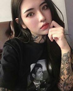 Pin by erica jewel chavez on korean girls in 2019 Ulzzang Korean Girl, Cute Korean Girl, Estilo Dark, Uzzlang Girl, Grunge Girl, Asia Girl, Beauty Full Girl, Aesthetic Girl, Inked Girls