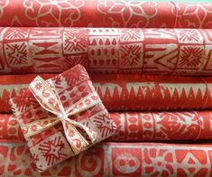 Papercraft Contest 2015 - Instructables Creative Gift Wrapping, Creative Gifts, Xmas Wrapping Paper, Scandinavian Pattern, Stamp Printing, Paper Crafts, Diy Crafts, Wax Paper, Homemade Gifts