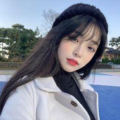 La imagen puede contener: 1 persona, primer plano y exterior Pelo Ulzzang, Ulzzang Girl Selca, Ulzzang Hair, Ulzzang Korean Girl, Korean Beauty Girls, Pretty Korean Girls, Cute Korean Girl, Asian Beauty, Asian Girl