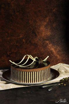 Beschwipste Schokoladentorte mit Dekorbiskuit #Schokolade #herstellung #torte