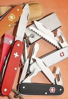 Victorinox Victorinox Knives, Victorinox Swiss Army Knife, Edc Essentials, Get Home Bag, Everyday Carry Gear, Swiss Design, Outdoor Tools, Knives And Tools, Folding Knives