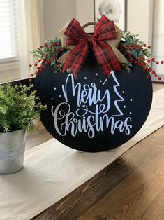 Christmas Front Doors, Christmas Signs Wood, Christmas Door Decorations, Rustic Christmas, Christmas Wreaths, Christmas Ornaments, Christmas Door Hangers, Christmas Projects, Holiday Crafts