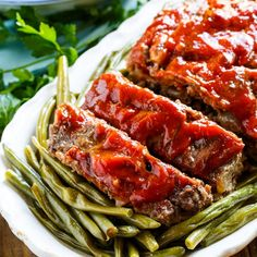 Classic Meatloaf - Spicy Southern Kitchen Southern Meatloaf Recipe, Classic Meatloaf Recipe, Meatloaf Recipes, Beef Recipes, Southern Recipes, Homemade Meatloaf, Fast Recipes, Trisha Yearwood Meatloaf, Recipes