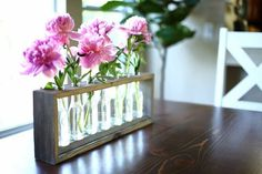 I love how this table centerpiece turned out. This flower center piece is designed for bottles that are 7 tall. We bought Fever-Tree premium ginger ale dri… Diy Projects Plans, Woodworking Projects, Woodworking Plans, Woodworking Joints, Wood Projects, Craft Projects, Diy Furniture Plans, Furniture Makeover, Flower Centerpieces