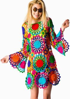 Outstanding Crochet: PSYCH OUT Crochet Dress from UNIF cool funky twiggy hippy , pagan festival tunic dress pattern ,make it in one colour in a oaty natural cream for a more sophsticated peasant chic lace crochet tunic dress Crochet Hippie, Beau Crochet, Mode Crochet, Crochet Granny, Crochet Tunic, Crochet Tops, Rainbow Crochet, Freeform Crochet, Crochet Baby