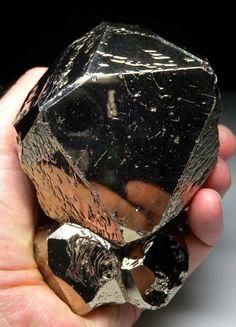 Pyrite from Merelani Hills, Arusha, Tanzania | [db_pics/pics/tz305b.jpg]