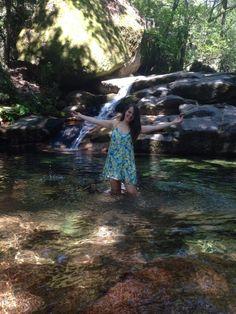 Vera Dantas numa cascata do Rio Gerês