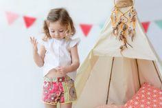 ¡Conjunto que nos encanta! #kids #corazondeleonkids #moda #madeinSpain #look #niña #teepee #short #blusa #banderines