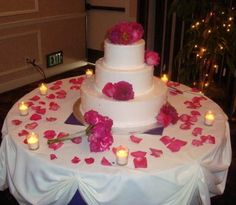 Wedding Cake Table Decor love the candles all the way around