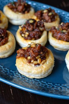 Puff pastry shells with chorizo, dates & pine nuts- Pastry Shells mit Chorizo, Datteln & Pinienkernen Puff pastry shells with chorizo, dates & pine nuts, New Years Appetizers, Quick Appetizers, Appetizers For Party, Appetizer Recipes, Puff Pastry Shell Recipe, Puff Pastry Recipes, Savoury Baking, Savory Pastry, Choux Pastry