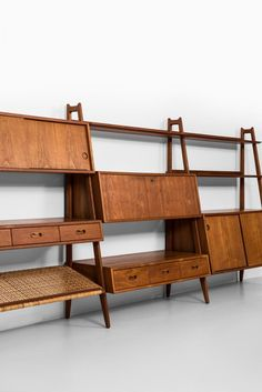 This free-standing teak and cane bookcase was designed by Arne Vodder & Anton Borg produced by Vamo in the 1950s.
