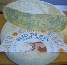 """Bleu de Gex - Petite meule de 34 cm de diamètre, pesant 7 et 9 kg. La meule présente des faces planes avec un talon plat et des angles arrondis; la face supérieure est marquée de l'empreinte """" GEX """". Le fromage présente une pâte douce et très légèrement friable de couleur allant de l'ivoire au jaune clair; ayant un goût de crème avec une très légère pointe d'amertume. Cette pâte est veinée de moisissures bleu-vert, régulièrement répartie à l'intérieur de la pâte. German Cheese, English Cheese, Dutch Cheese, French Cheese, Italian Cheese, Swiss Cheese, Fromage Aop, Queso Cheese, Types Of Cheese"""