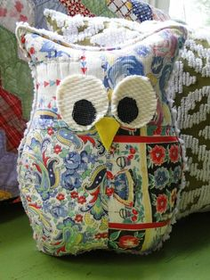 Vintage Quilt Stuffed Owl - no pattern as this is an Etsy item that isn't available any longer.  but I think this would be pretty easy to make.  So cute!  I love owls!